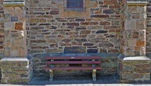 08 N Wall Seat